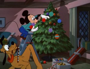 Mickey_decorating_his_tree